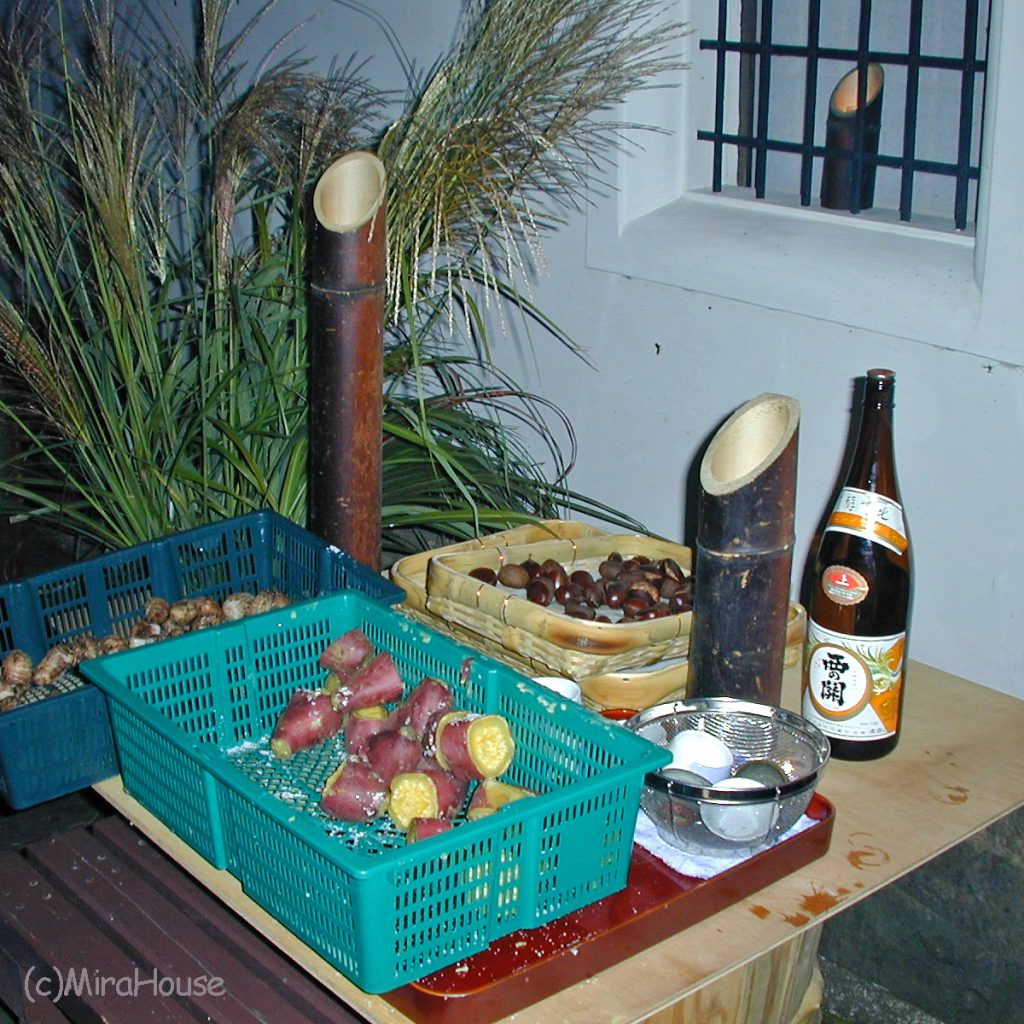 芋と神酒を備えた大分県竹田市のお月見